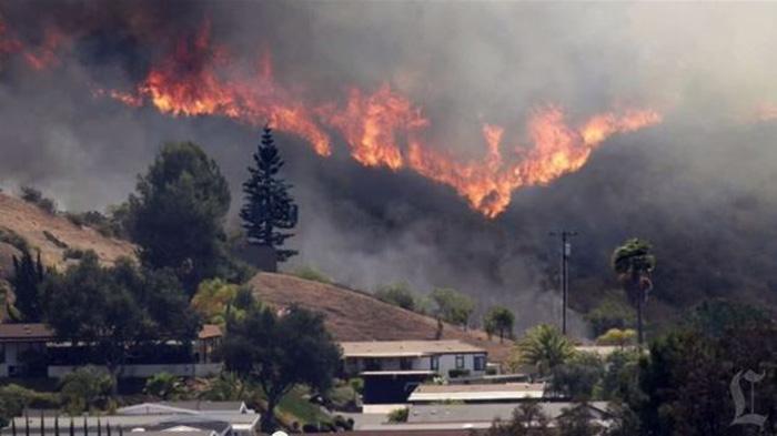 Photo of En San Diego California los incendios continúan haciendo estragos