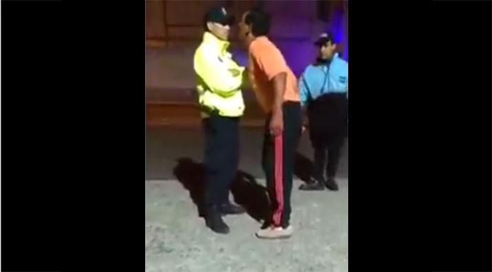 Photo of La próxima vez antes de agredir a un policía, lo va a pensar